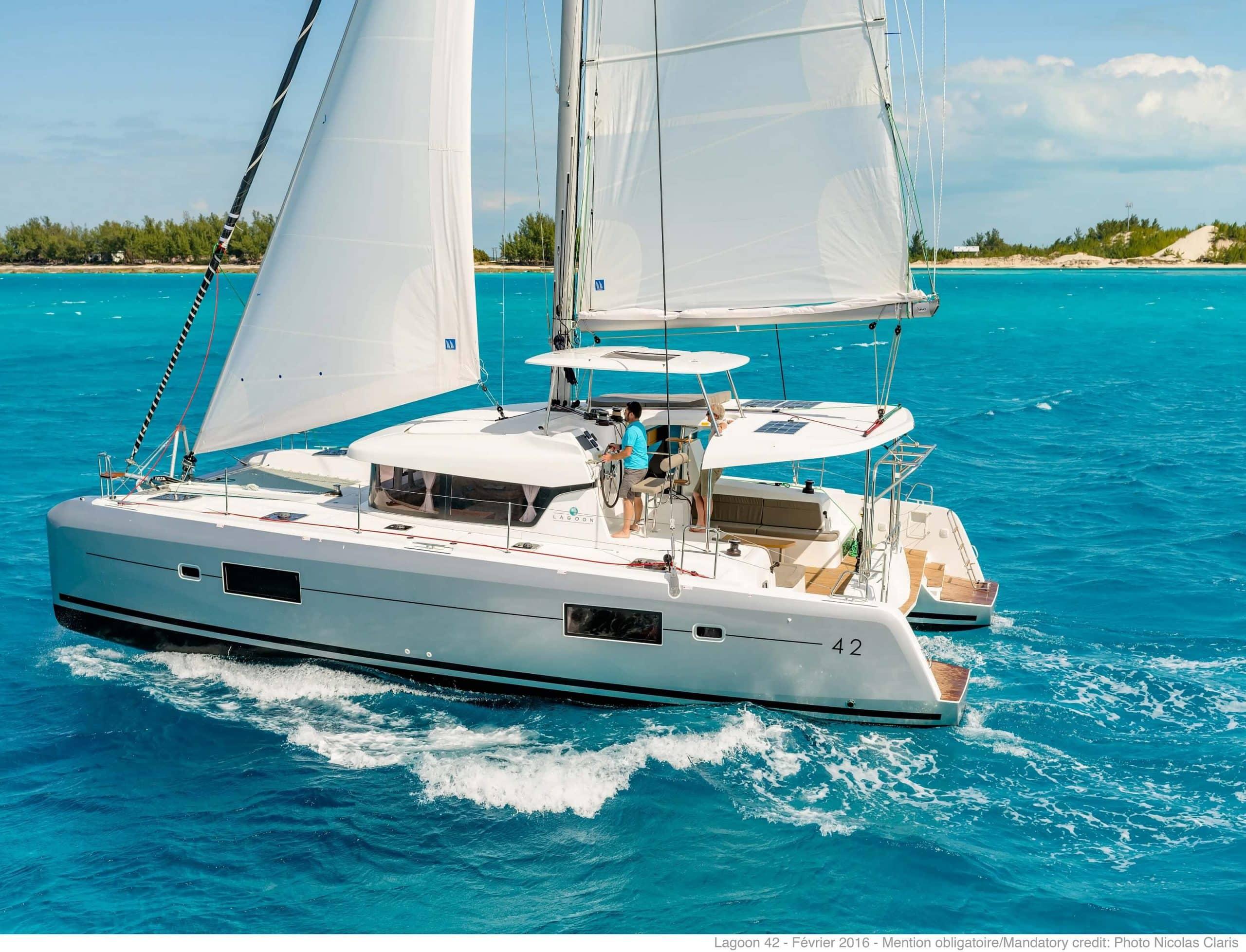 Yacht Charter Investor Lagoon 421, L40MY, L42